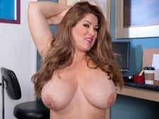 Meet Janessa Loren